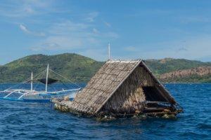 Хижина сторожей жемчужных фермОбучение на дайвера, Филиппины