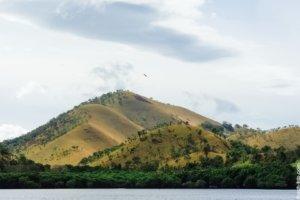 высохшие филиппинские холмы